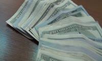 Таксист обнаружил крупную сумму денег