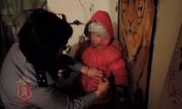 В Енисейском районе полицейские обнаружили 6-летнюю девочку, которую мать оставила соседям-пьяницам