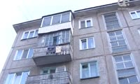 В пятиэтажке на ул. 60 лет октября разобрали часть кровли