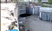Из-за утечки воды во дворе во дворе жилого дома в Красноярске произошел провал грунта