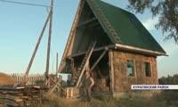 Житель Курагинского района за пару месяцев построил себе дом из соломы
