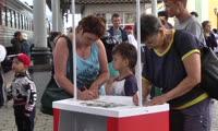 Пассажиры отправили письма родным и близким почтой КрасЖД