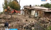 На улице Волочаевской снесли постройки около мешающего теплотрассе дома