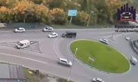 Инкассаторы сбили столб на дороге