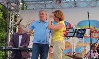Чета Толоконских исполняет песню Аллегровой (июнь 2014, автор видео Андрей Кочкун)