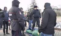 Полиция не позволила обманутым дольщикам разбить лагерь на центральной площади Красноярска