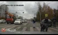 Водитель толкнул пешехода