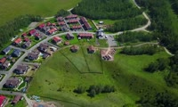 Вид на альпийскую деревню «Шамони» с высоты птичьего полета