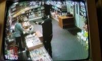 В Норильске грабитель с пистолетом похитил зубную пасту