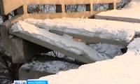 В Красноярске обрушилась часть пешеходной лестницы Коммунального моста