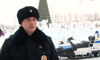Полицейские на снегоходах на острове Татышев