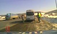 Водитель микроавтобуса предложил инспектору ДПС взятку