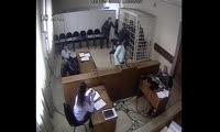 Минусинец бросил стул в сотрудника полиции