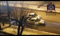 Красноярские водители устроили драку на перекрестке ул. Киренского — Пролетарская