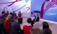 Владимир Путин на встрече с молодежью на форуме Россия - страна возможностей
