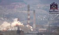 Момент падения трубы на цементном заводе Красноярска