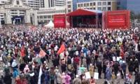 Исполнение песни День Победы на площади перед БКЗ