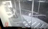 Двое жителей Назарово украли из магазина терминал