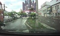 На ул. Свердловской открыли стрельбу по автомобилю