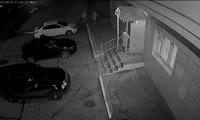 Лесосибирские подростки испортили фасад здания кулаками