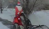 Дед Мороз начал подметать улицы