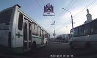 Авария в районе краевой больницы на улице Партизана Железняка