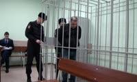 Полицейские доставили в суд Владимира Тарасова, одного из собственников взорвавшегося дома на улице Кандагарская, 3