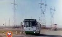 Столкновение тепловоза и автобуса