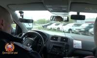 Полицейские ловят нарушителей, которые не уступают дорогу спецтранспорту