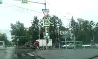Светофор на перекрестке улиц Карла Маркса и Декабристов