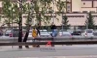 Студенты СФУ добираться на учёбу через лужи по забору