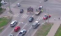 Машина выпала с эвакуатора на перекрестке улиц Алексеева и 78 Добровольческой Бригады