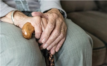 Красноярская пенсионерка выдумала внучку с ДЦП для знакомства с мужчиной