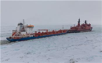 На севере Красноярского края судно без разрешения заплыло в Енисей и застряло там во льдах
