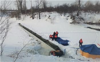 Нефтепроводное предприятие успешно устранило разлив нефти на реке в Томской области