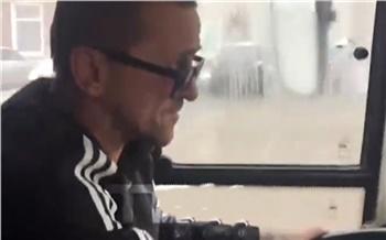 В Красноярске из-за проблем в личной жизни водитель автобуса сошел с маршрута с пассажирами в салоне