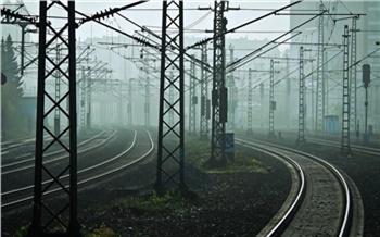 В Нижнеингашском районе водитель Toyota проигнорировал сигнал светофора и попал под поезд