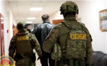 Замначальника Стройнадзора Красноярского края закрыл глаза на нарушение управляющей компании в обмен на ремонт в квартире