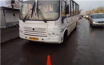На Щорса у маршрутки отвалилось колесо и повредило KIA