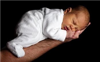 В Красноярске будут судить акушерку, которая нарушила должностные инструкции и погубила новорожденную