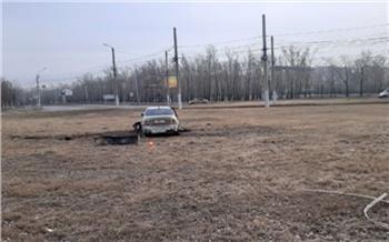 В Красноярске Toyota вылетела через бордюр на Мичуринское кольцо