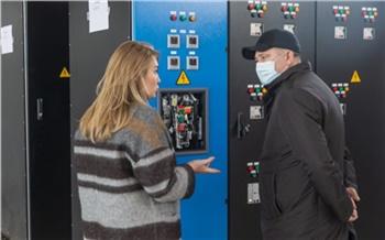 Это успех и выход на другие рынки в будущем: глава краевого минпрома Евгений Афанасьев посетил красноярское производство электрообрудования