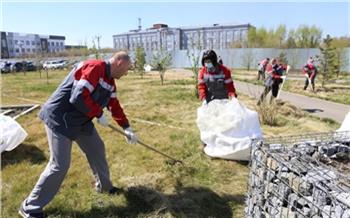 Сотрудники РУСАЛа провели уборку на улице Пограничников