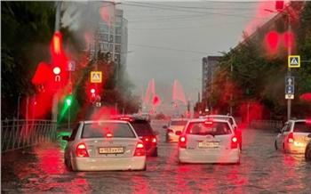 Город поплыл: Красноярск накрыл сильнейший ливень