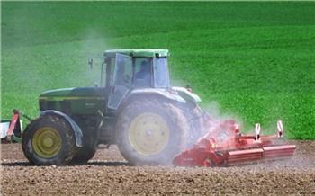 Трактористы держат планку: красноярцы за месяц могут стать водителями трактора