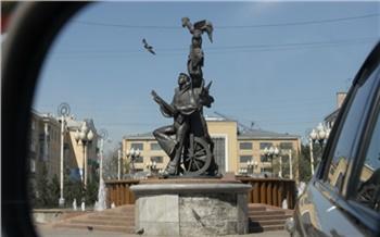 Скульптура не вписывается в новое пространство: в красноярском Музыкальном театре прокомментировали идею о переносе Бременских музыкантов