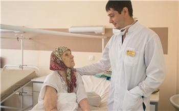 Красноярские врачи поставили на ноги после перелома бедра пациенток 95 и 99 лет