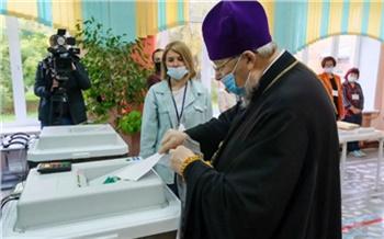 Красноярский митрополит проголосовал на выборах в Госдуму и Заксобрание края