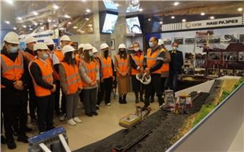 Школьникам провели экскурсию по Березовскому угольному разрезу