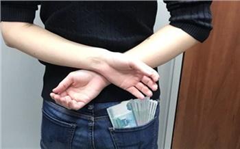 В Красноярском крае трое подростков из северного села несколько раз забрались в дом к пенсионеру и украли из сейфа 200 тысяч